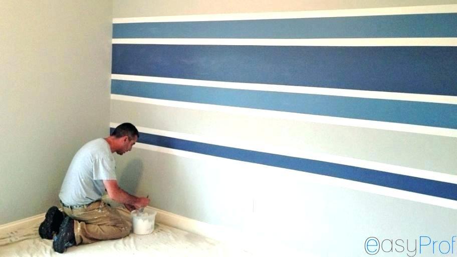 Come dipingere una parete a strisce colorate orizzontali